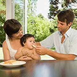 Introdução Alimentar Participativa – Mamãe dá e bebê pega