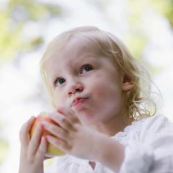 Qual quantidade de comida dar ao bebê? Como eu sei se está com fome?
