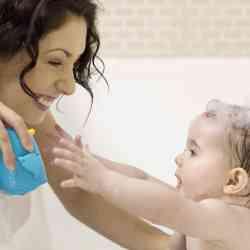 O que você precisa saber ao dar banho no bebê – 10 dicas!